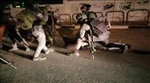 ערבי גנב רכב, נמלט, פגע בניידת ופצע שלושה שוטרים