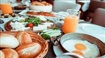 איך להרשים את החברים בארוחת בוקר מושקעת?