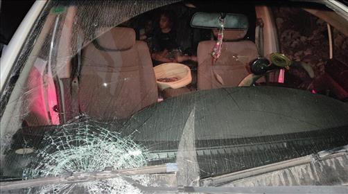 הרכב שנגרם אבנים