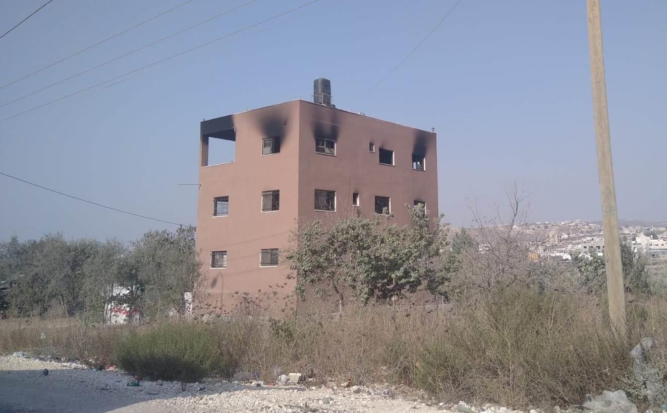 בית שהוצת בכפר חווארה, במסגרת סכסוכים פנימיים