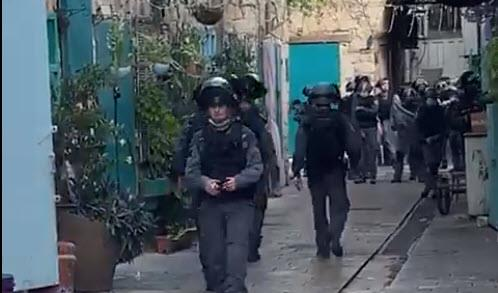 שוטרים בעכו העתיקה, היום (צילום מסך מפייסבוק)