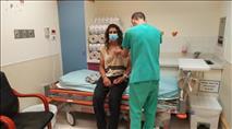פורעים ערבים בנוכחות צוות חדשות 12 תקפו בצורה קשה נער יהודי