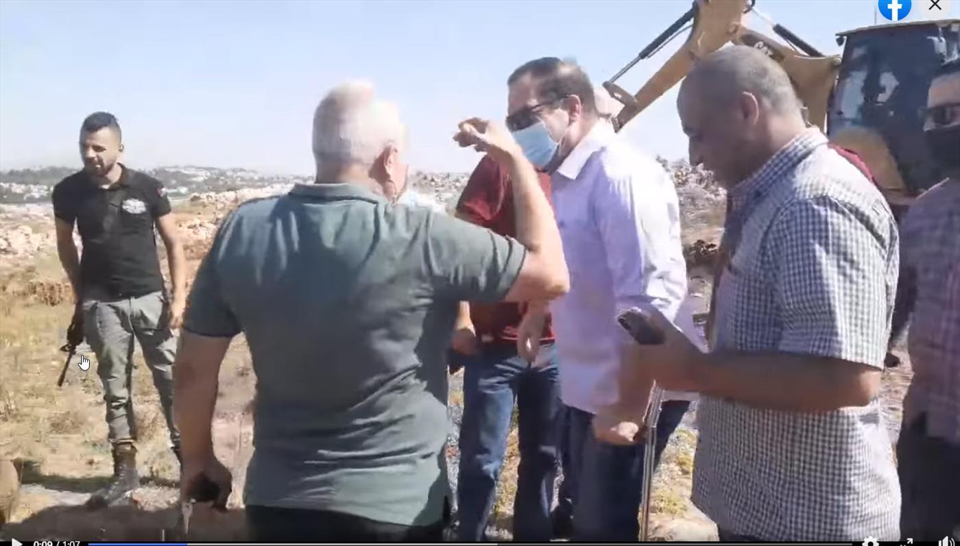 חמוש פלסטיני יחד עם מושל סלפית