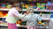 האם חנויות צעצועים מקומיות מספקות את הסחורה?