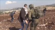 תיעוד: מתפרע ערבי שניסה לחטוף נשק מחייל – שוחרר