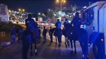 """ערבים הפגינו נגד """"אלימות במגזר"""" ויידו אבנים"""