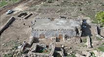 פלשו לאתר ארכיאולוגי והפכו אותו לבית מגורים