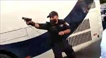 תיעוד: שוטר יורה באוויר במהלך הפגנה בבני ברק