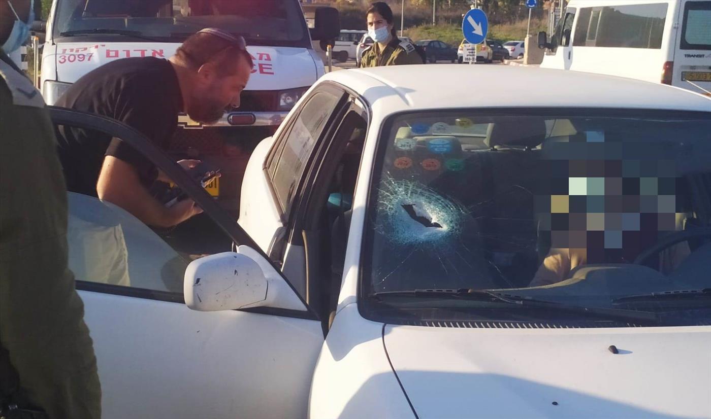 נוסעת נפצעה מאבנים שיידו ערבים בשומרון (אלחנן גרונר)