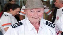 איבד את משפחתו בשואה, נלחם בקציני ה-SS ומתנדב בגיל 93