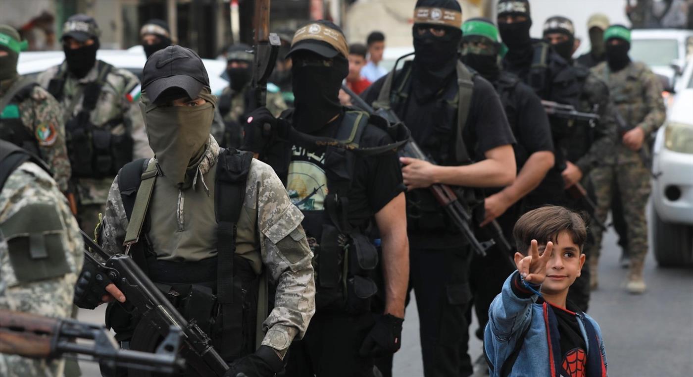 """מחאה בתל אביב: """"לפרז את הרצועה"""""""