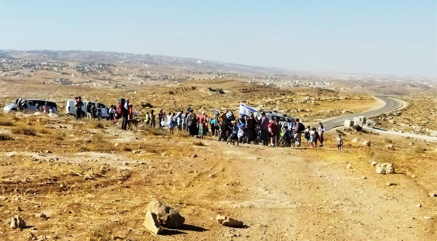 """אלפים צועדים בכל רחבי יהודה ושומרון; """"נאבקים על אדמות המדינה"""""""