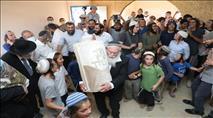 """מאות משתתפים בחנוכת בית כנסת והכנסת ספר תורה לע""""נ אהוביה סנדק"""