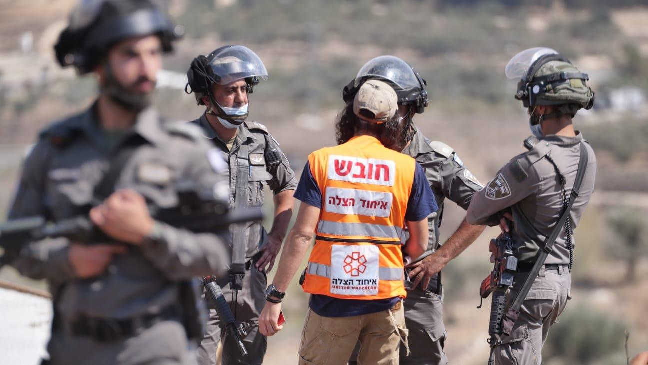 חובש איחוד הצלה שהגיע לשטח לטפל בפצועים (קרדיט: אברהם שפירא)