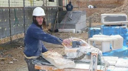 בניית בית כנסת בעבודה עברית. ארכיון