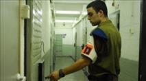 צעיר נכלא בשל חלוקת פלאיירים והשתמטות