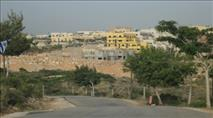 שיירת רכבים ומשאיות בדרישה: בנייה בהתיישבות