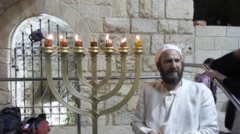 מנורת המקדש  - הלכה ומעשה