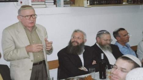 מוסוביץ נואם בבית אורות שבהר הזיתים (Mazel123)