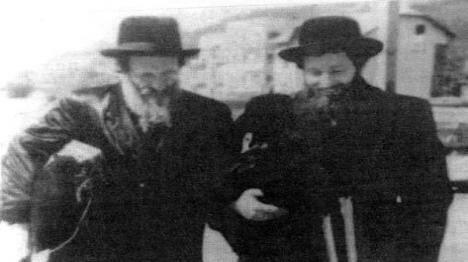 רבי אליעזר זוסיא פרטיגול זצ''ל עם בנו רבי ישראל אברהם (חב''דפדיה)