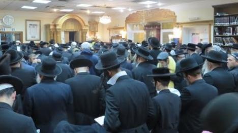 רבבות יהודים בדרכם לציון רבי נחמן