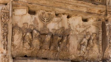 תיאור ביזת בית המקדש בשער טיטוס ברומא (Jebulon)
