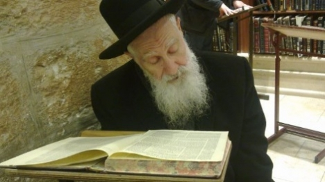 """הרב יוסף זצ""""ל: """"מעוברות פטורות מהצום"""""""