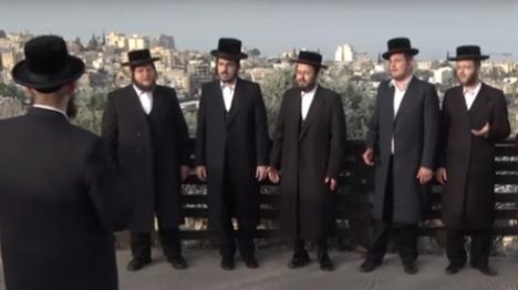 """""""אשריכם ישראל"""" על ציון רבי עקיבא"""