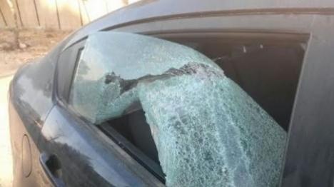 בעת ההלוויה: בדואים רגמו כלי רכב