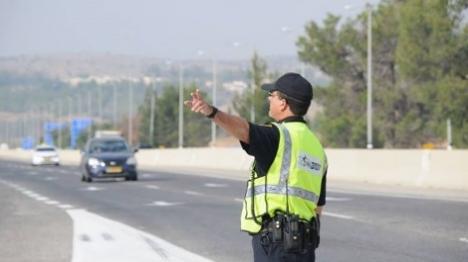 ערבי דרס שוטר תנועה בשומרון