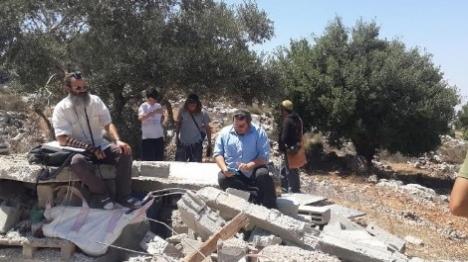 """חיילים במלחמה – צה""""ל הרס את ביתם"""