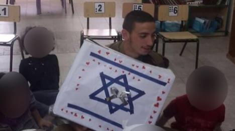 """מחאה: חיילי צה""""ל נפגשו עם ילדים ערבים"""