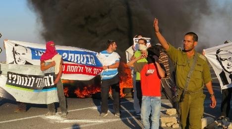 המחאה מתגברת: עשרות הפגינו בבנימין