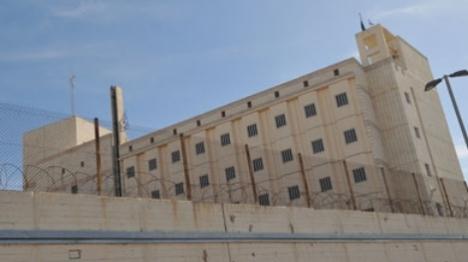 כלא השרון: ערבי הצית שריפה בבית הכנסת