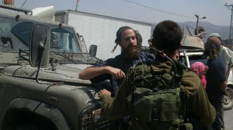 חייל שסייע למתיישבים הודח מתפקידו