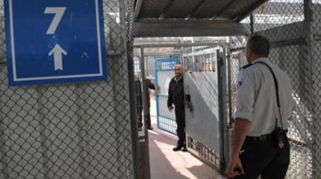 סוהרים בכלא למחבלים. ארכיון (שבס)
