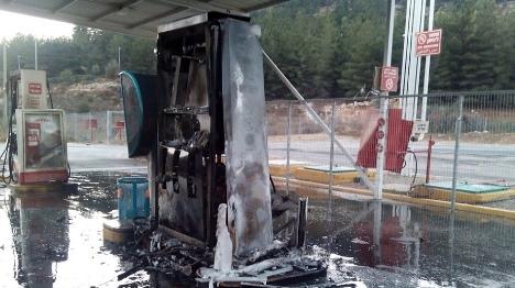 תיעוד: כך הציתו ערבים את תחנת הדלק