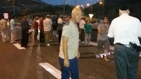 """הפגנה במקום הפיגוע: """"לא שותקים"""""""