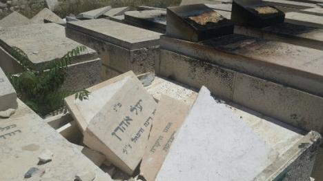ערבים ניתצו ושרפו מצבות בהר הזיתים