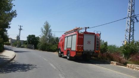 צוותי כיבוי הצילו לכודים ונרגמו באבנים