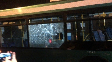 טרור אבנים גם בחיפה: נזק לאוטובוס