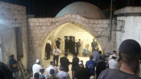 סליחות בקבר יוסף: חייל נפצע