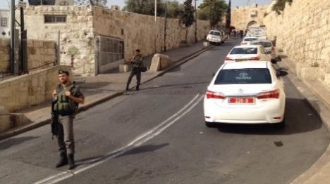 פיגוע ירי בקבר רחל, דקירה בירושלים