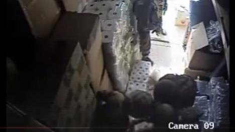 סרטון המתעד חיילים בעת מעצר (צילום מסך)
