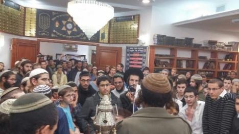 מאות פעילים הגיעו לבית הכנסת הלילה