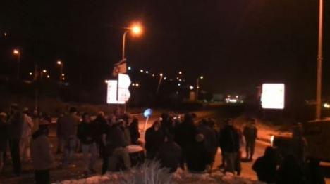 מאות מפגינים וחוסמים כבישים