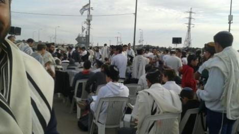צומת הגוש: מאות השתתפו בתפילת שחרית