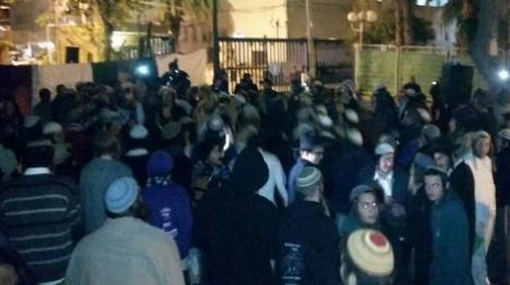 מאות הפגינו תמיכה בעצורים