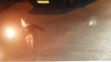 צפו: בקבוקי תבערה התלקחו על רכב צבאי