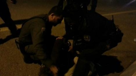 תביעה: קצין משטרה הכה מפגין בן 15